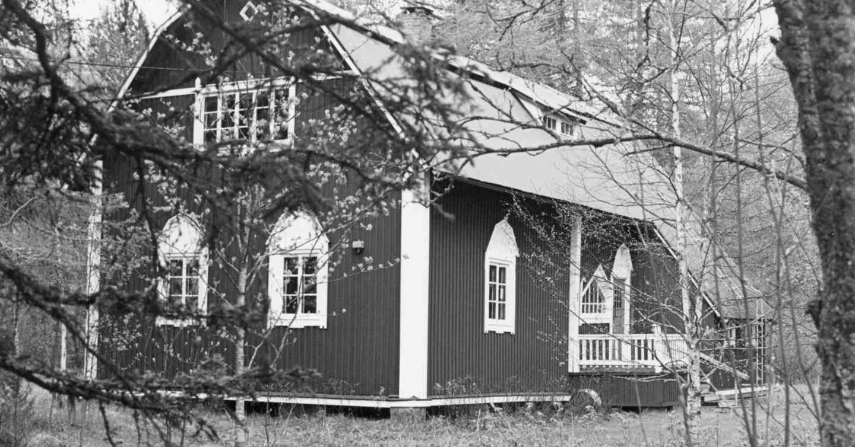 Tarjanteiden kesäpaikka Virtain Äijännevan Uskali vuonna 1990. Kuva: Maija Myllykangas.